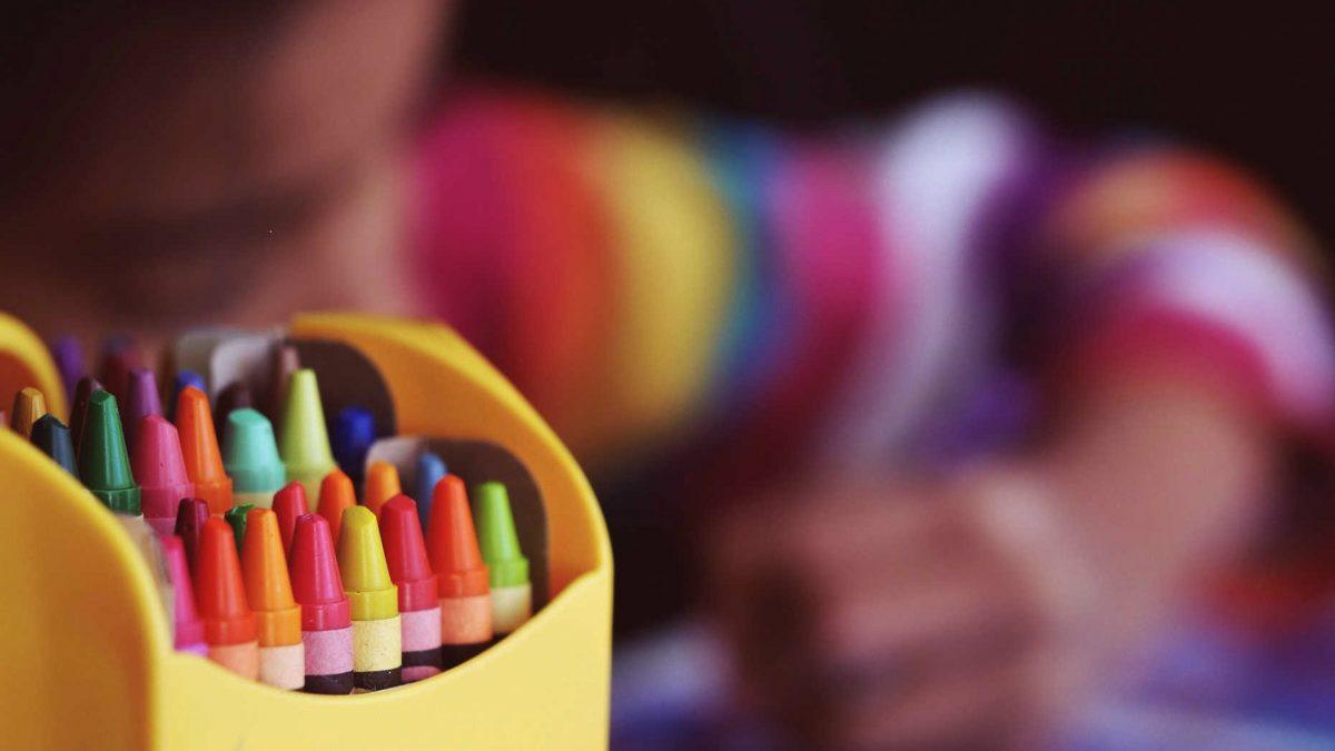 Wszystko co warto wiedzieć na temat negatywnych skutków odwracania uwagi dzieci (i jak sobie radzić lepiej).