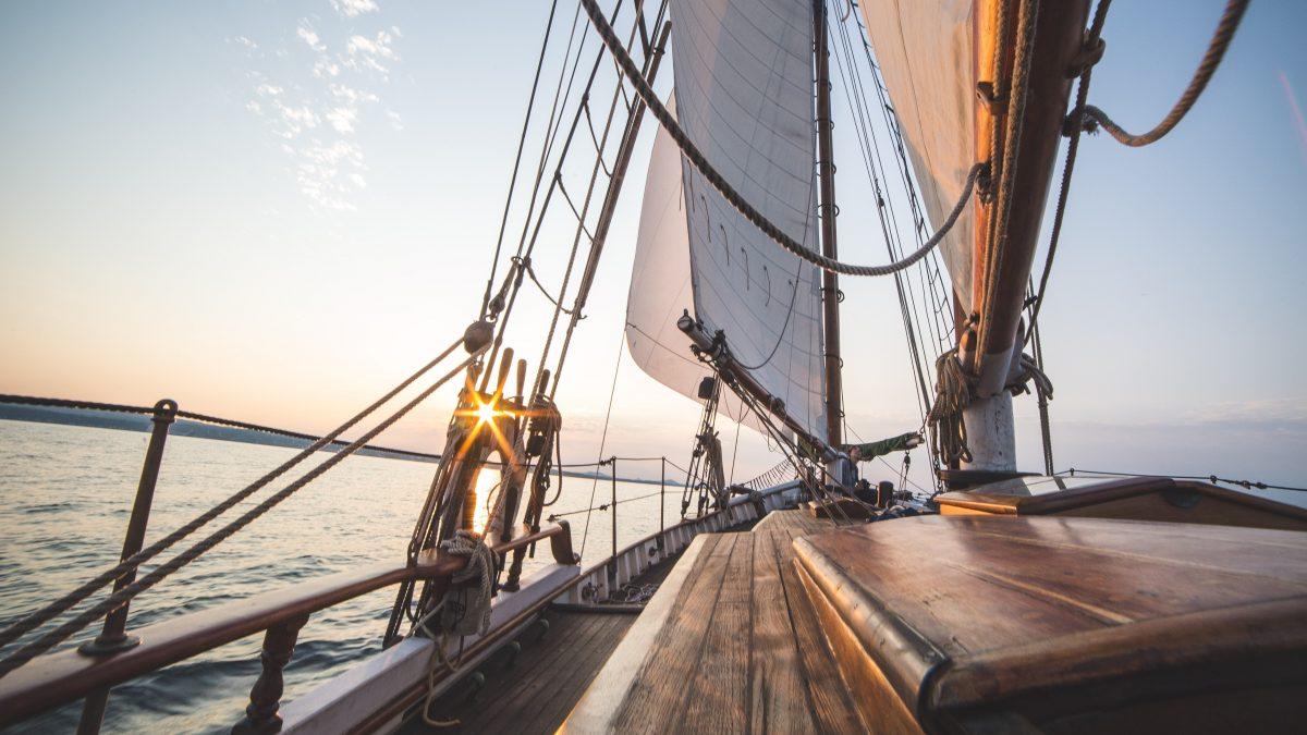 Kto jest kapitanem statku, czyli jak reakcje rodzica hartują charakter dziecka.