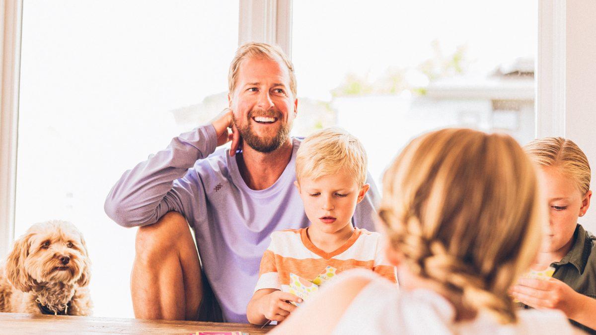 Harujesz przy dziecku a Maluch ciągle chce do taty? Wiadomo, co robisz nie tak.