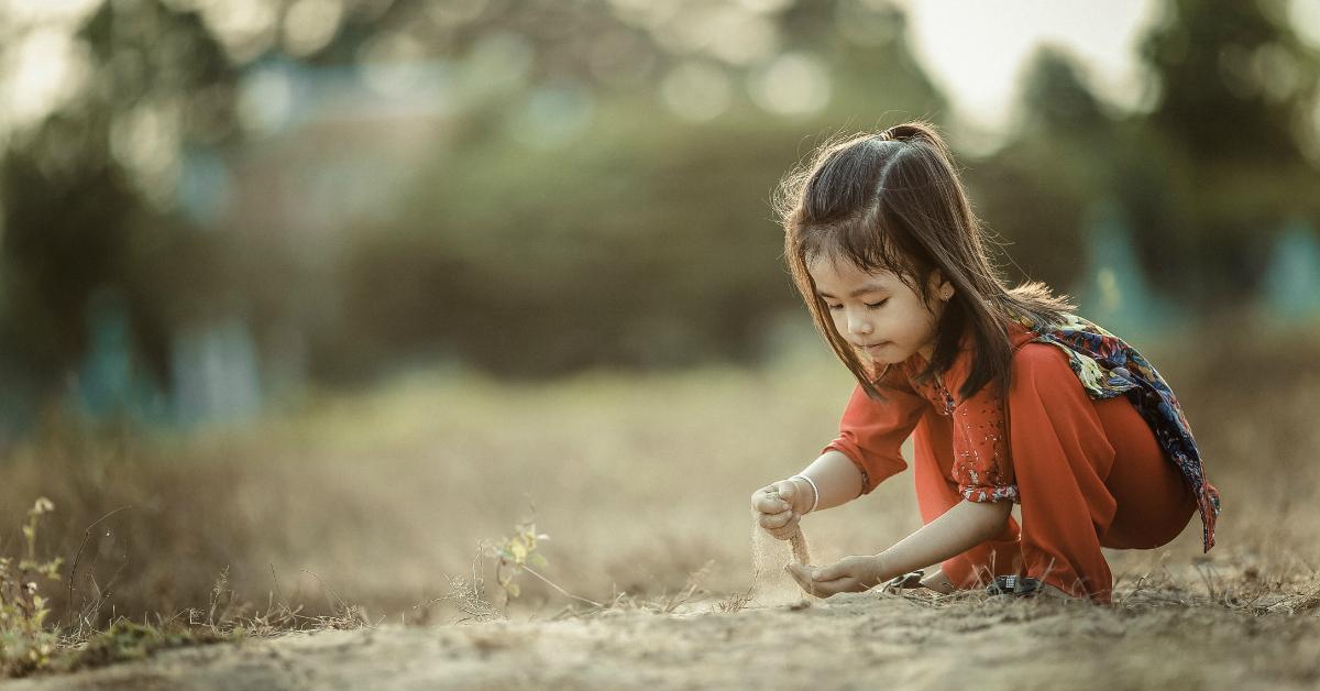 """Samodzielna zabawa dziecka. Czyli jak spełnić marzenie rodzica, żeby usłyszeć """"ja sam!""""."""
