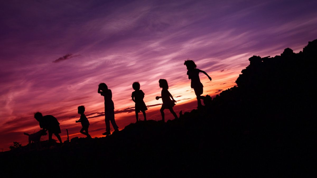 Zalecenia WHO dla dzieci poniżej 5. roku życia – więcej ruchu, mniej ekranów, dużo snu